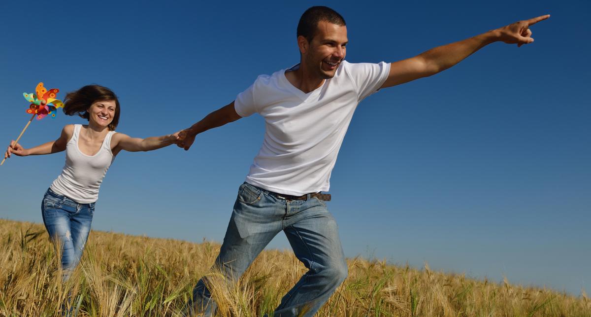 couple running through field positive thinking